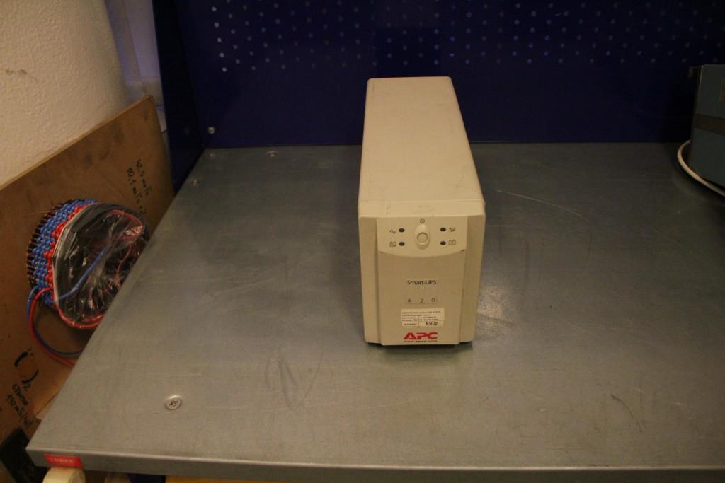 Источник бесперебойного питания APC Smart-ups 620VA